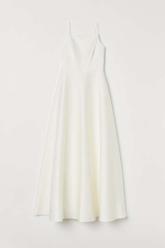 Don't overlook the high street when it comes to wedding dresses. H&M has some great pieces which might be inexpensive but certainly don't look it 120